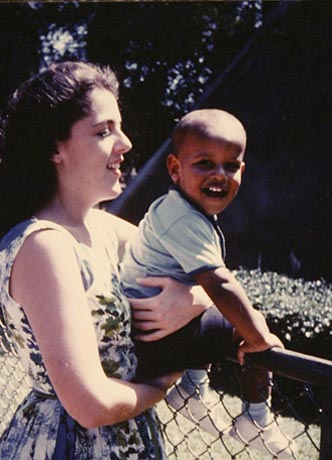 http://www.barackobama.net/pictures/barack-obama-mother.jpg